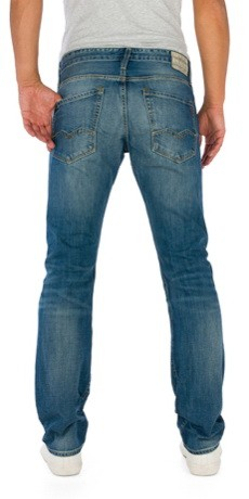 schmal geschnittene herren jeans mit gradem beinverlauf und mittlerer. Black Bedroom Furniture Sets. Home Design Ideas